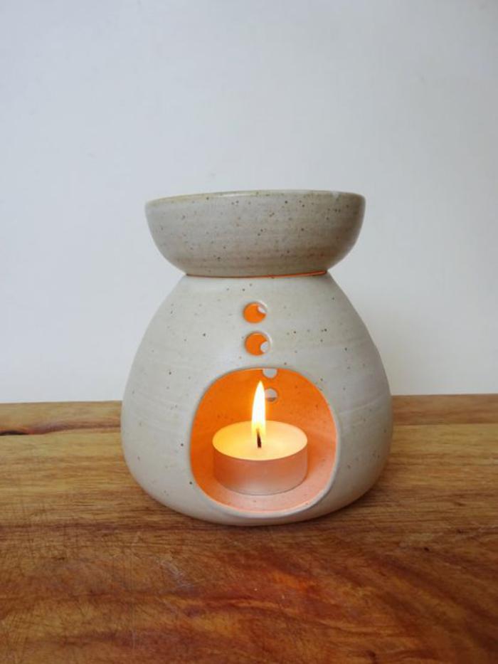 keramisches-Modell-Teelichthalter-mit-schlichtem-Design