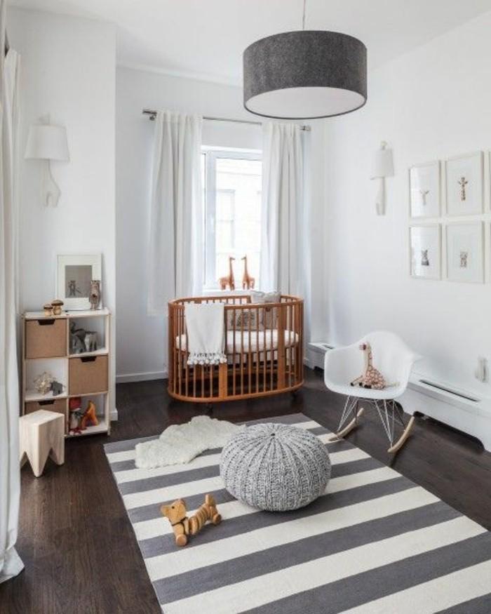 kleine-hölzerne-babybetten-teppich-in-weiß-und-grau-sehr-interessante-babyzimmer-einrichtung