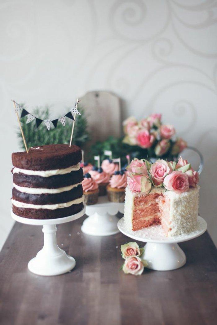 kleine-kokette-Törtchen-mit-dekorativen-Rosen