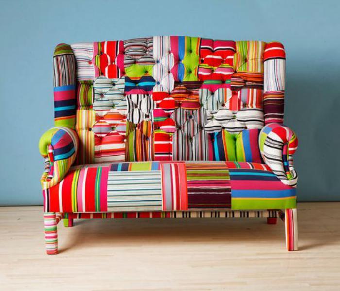 kleines-buntes-Sofa-mit-Patchwork-Muster