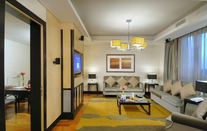 kleines-gemütliches-wohnzimmer-mit-wunderschöner-deckengestaltung