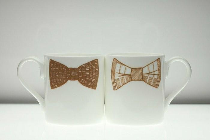 kokette-süße-Kaffeetassen-mit-Bänder-Zeichnung