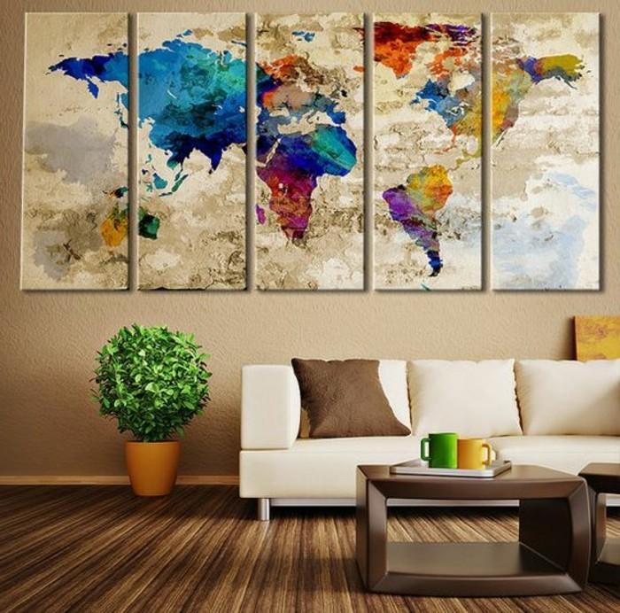 kreative-moderne-wohnzimmer-wandgestaltung-die-weltmappe-über-dem-weißen-sofa