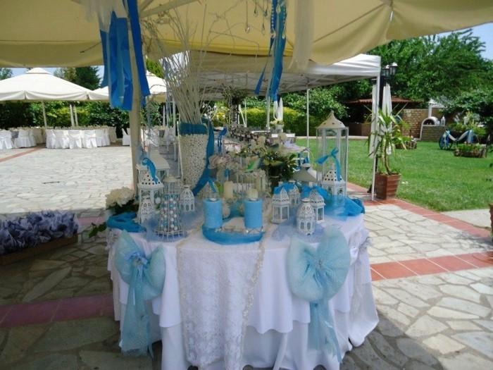 kreative-tischdekoration-taufe-viele-blaue-elemente