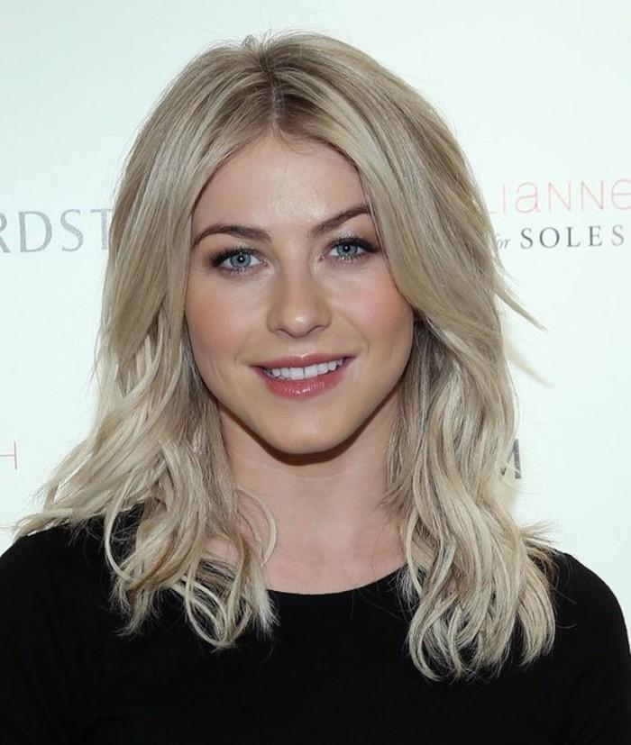 kreatives-aussehen-schöne-dame-mit-blonden-haaren-kühle-haarfarben