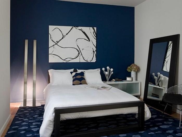 kreatives-kleines-schlafzimmer-mit-einem-weißen-bett-weißes-bild-an ...