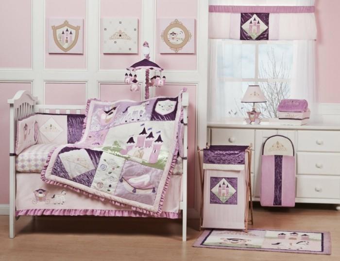 kreatives-modell-babyzimmer-rosige-bettwäsche-schönes-baby-bettchen