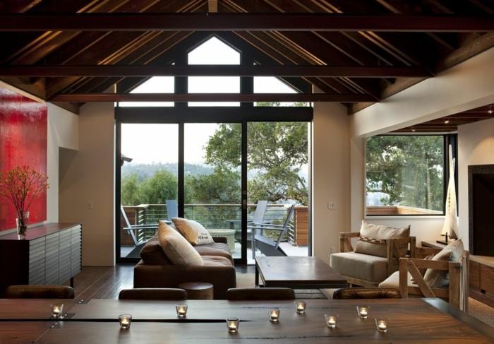 kreatives-modell-wohnzimmer-hölzerne-deckengestaltung-weiße-wände