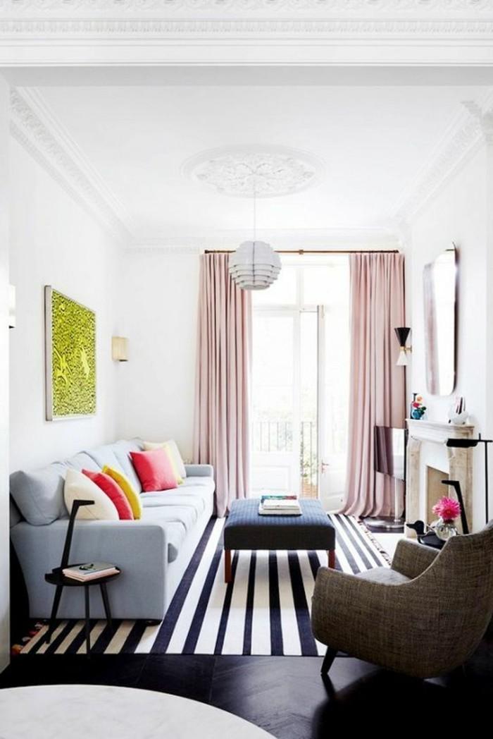 kreatives-modell-wohnzimmer-in-weißen-wänden-schönes-sofa