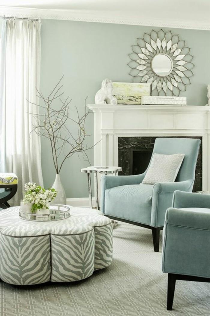 kreatives-modell-wohnzimmer-mit-toller-wandgestaltung-weißer-kamin