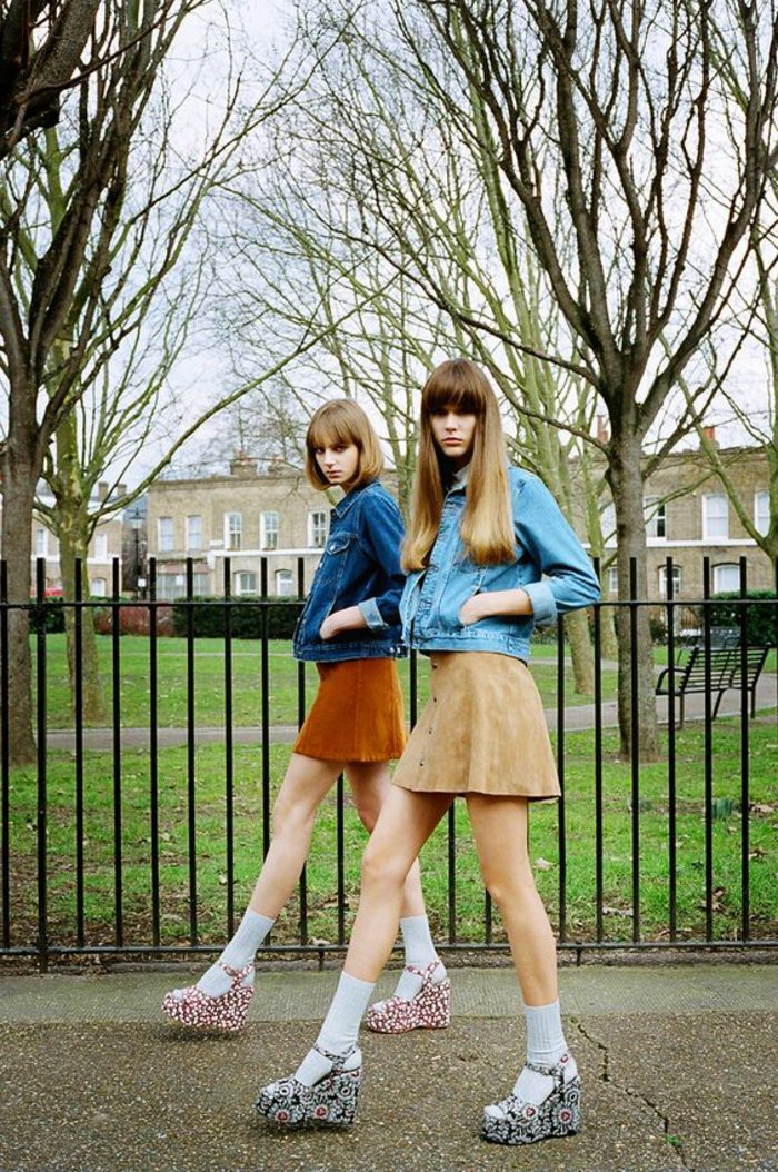kurze-Damenjacken-kurze-Röcke-bunte-Sandalen