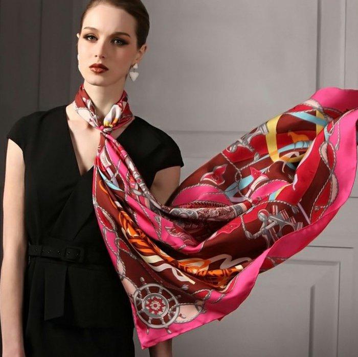 langer-Designer-Schal-in-süßen-Farben