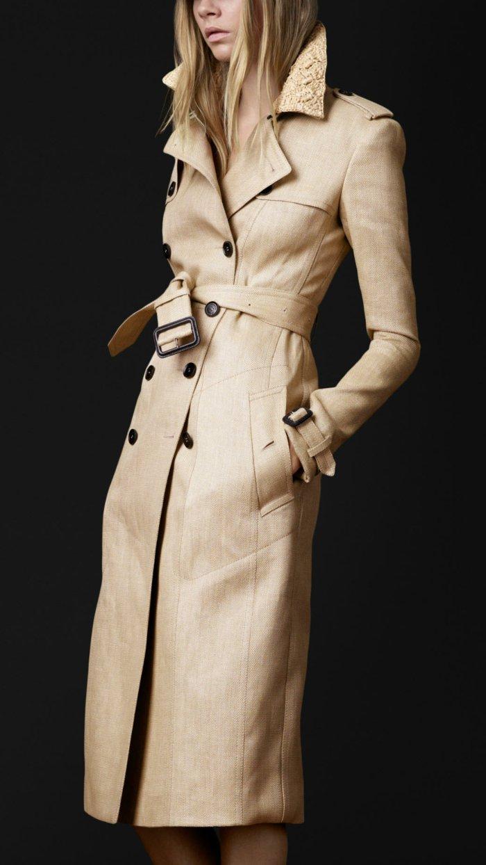 langer-Mantel-mit-einzigartigem-Design