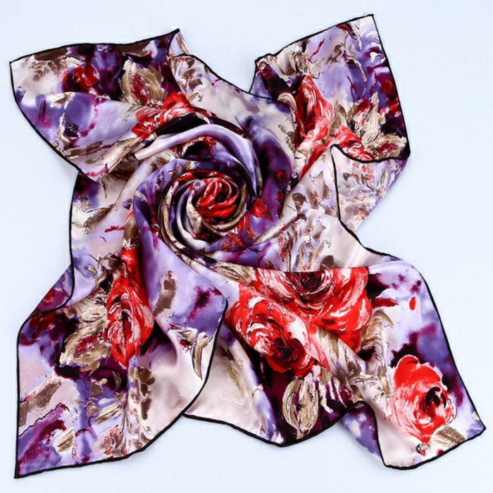 langer-Seidenschal-mit-floralen-Motiven