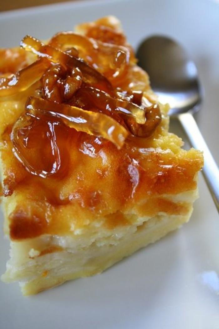 leckere-torten-mit-karamell-und-Makaronen