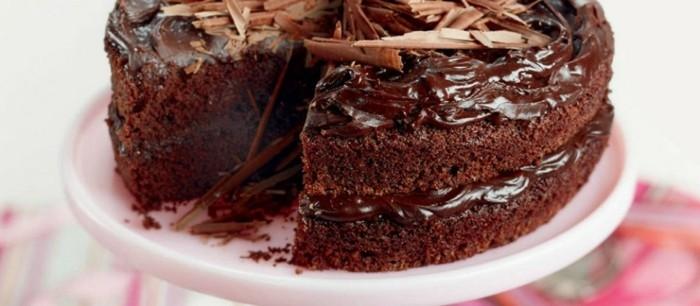 leckere-torten-mit-zwei-schokolade-slichten