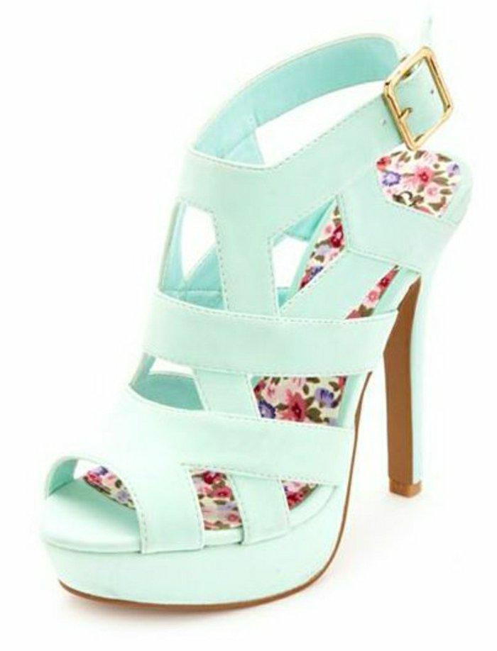 mädchenhaftes-Modell-Sandaletten-mit-Absatz-in-Minze-Farbe