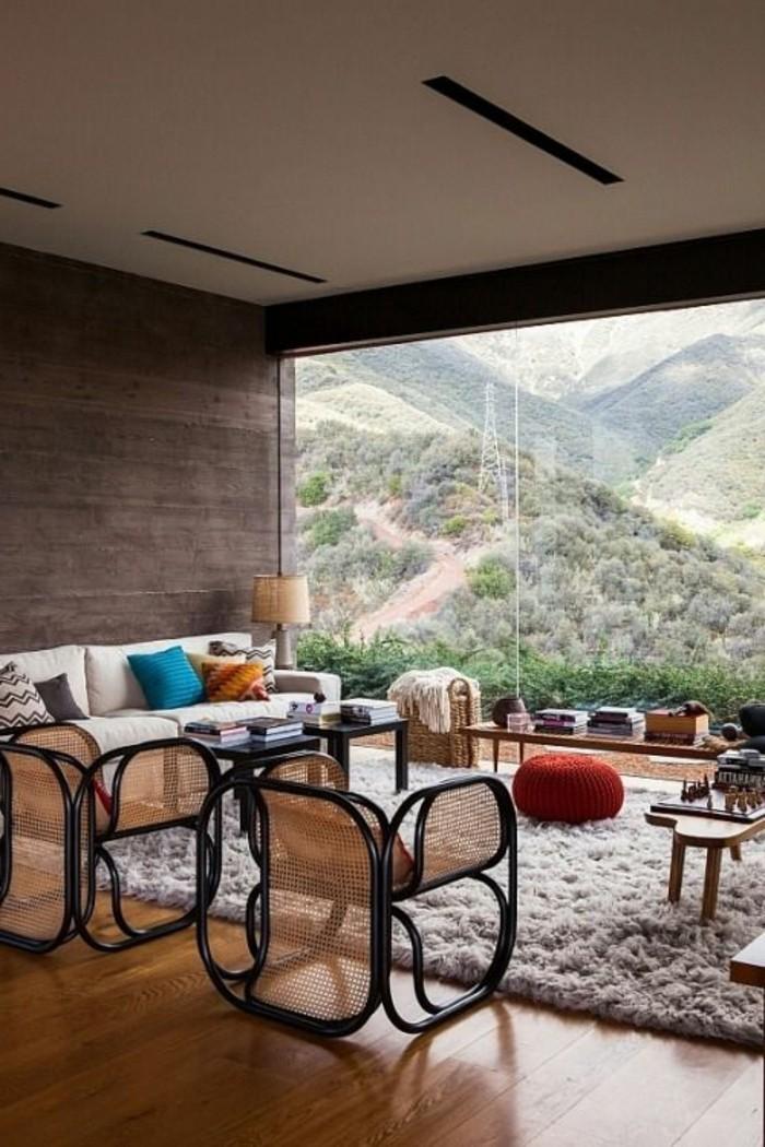 moderne-Wohnung-mit-fantastischem-Ausblick-bequeme-Rattanmöbel
