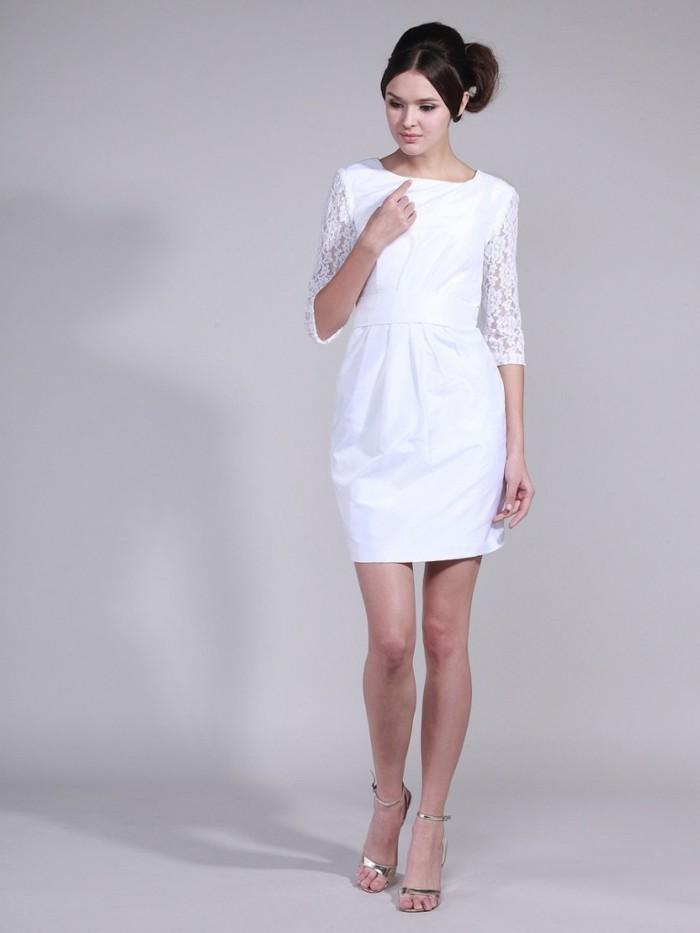 moderne-sexy-damenkleider-in-weiß-hintergrund-in-grau