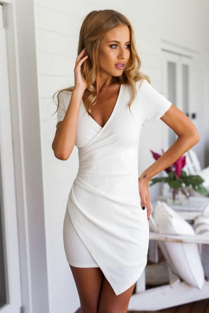 moderne-und-attraktive-damenkleider-in-weiß