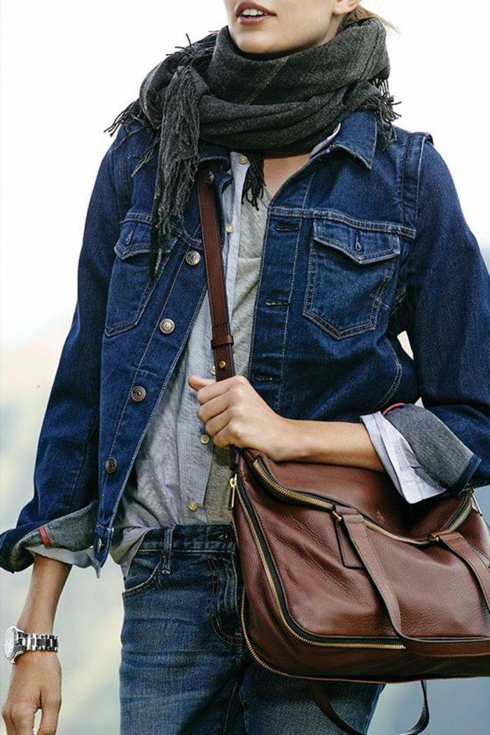 moderner-Outfit-in-dunklen-Denim-Nuancen
