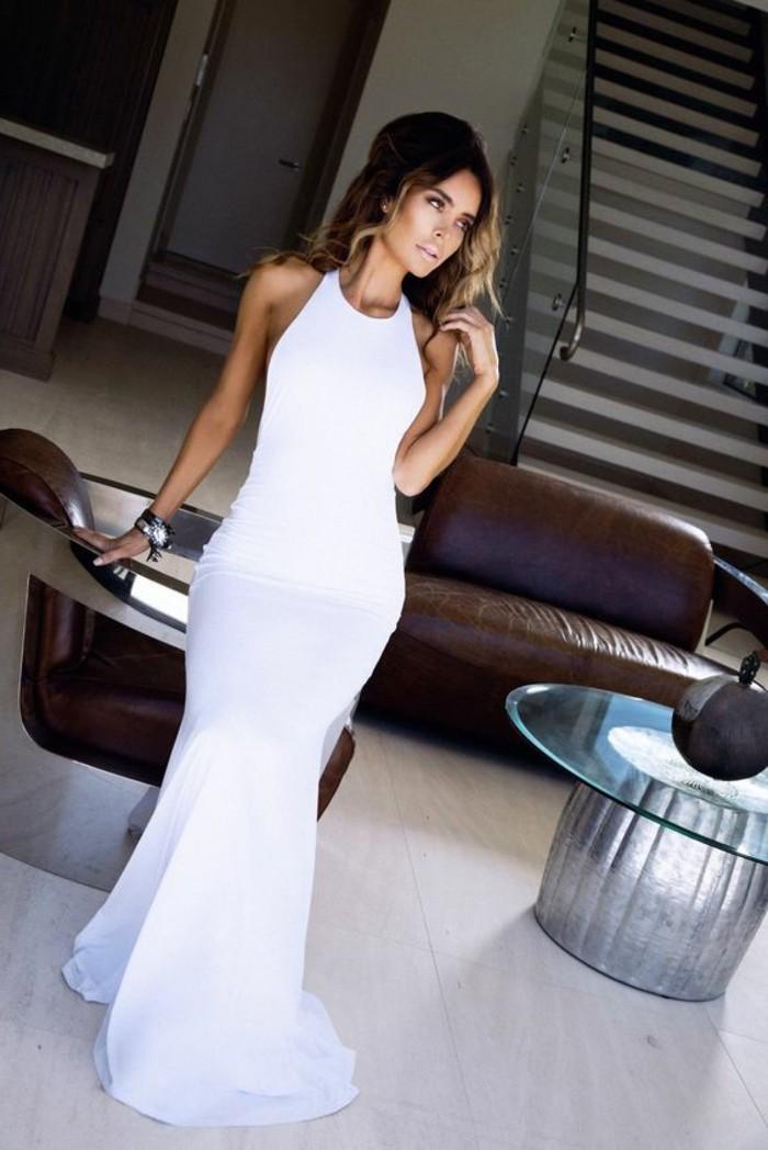 modernes-elegantes-langes-weißes-kleid-wunderschöne-frau
