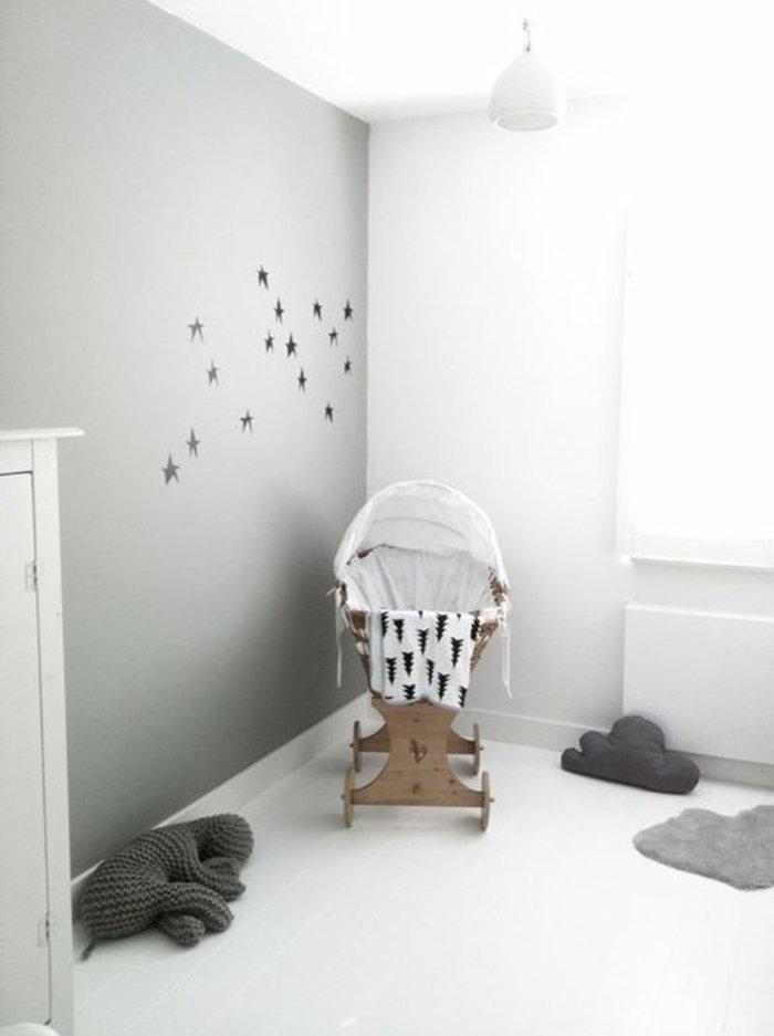 originelles-Babybett-Modell-mit-Kinderwagen-Design