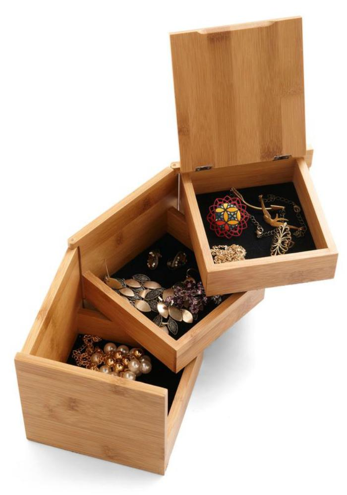 originelles-Modell-Schmuckkasten-aus-drei-Teilen