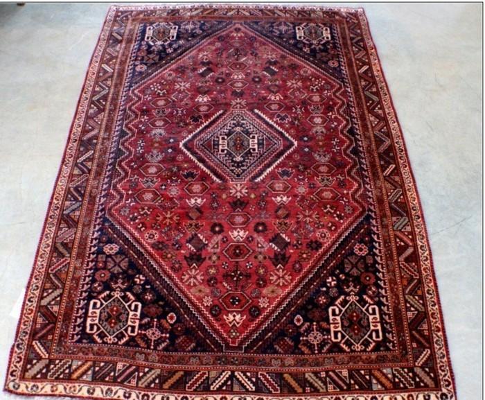 persischer-teppich-mit-dreieckigem-muster