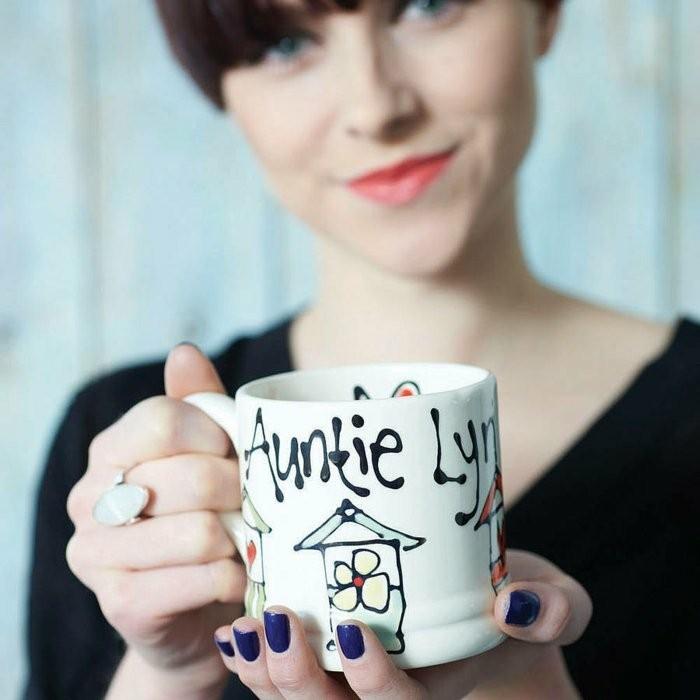 personalisierte-Kaffeetasse-für-eine-junge-Tante