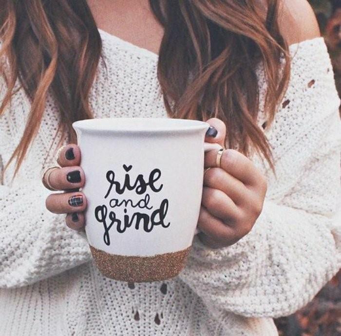 personalisierte-Kaffeetasse-mit-schönem-Muster