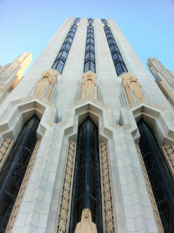 postmoderne-architektur-einem-prachtvollen-Dom