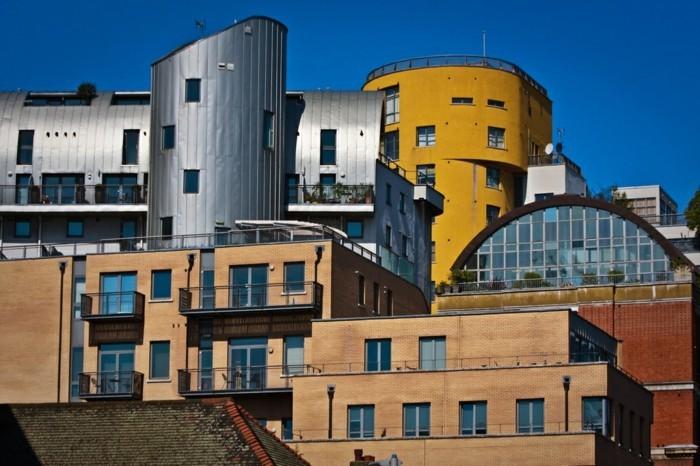 postmoderne-architektur-merkmale-viele-Gebäude