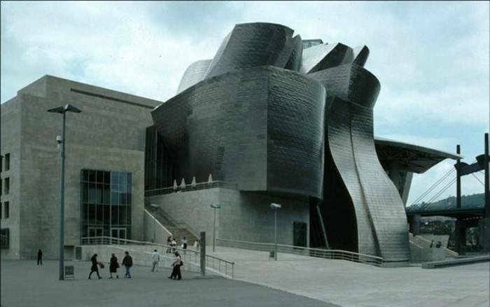 postmoderne-kunst-in-der-architektur-mit-Schwellungen