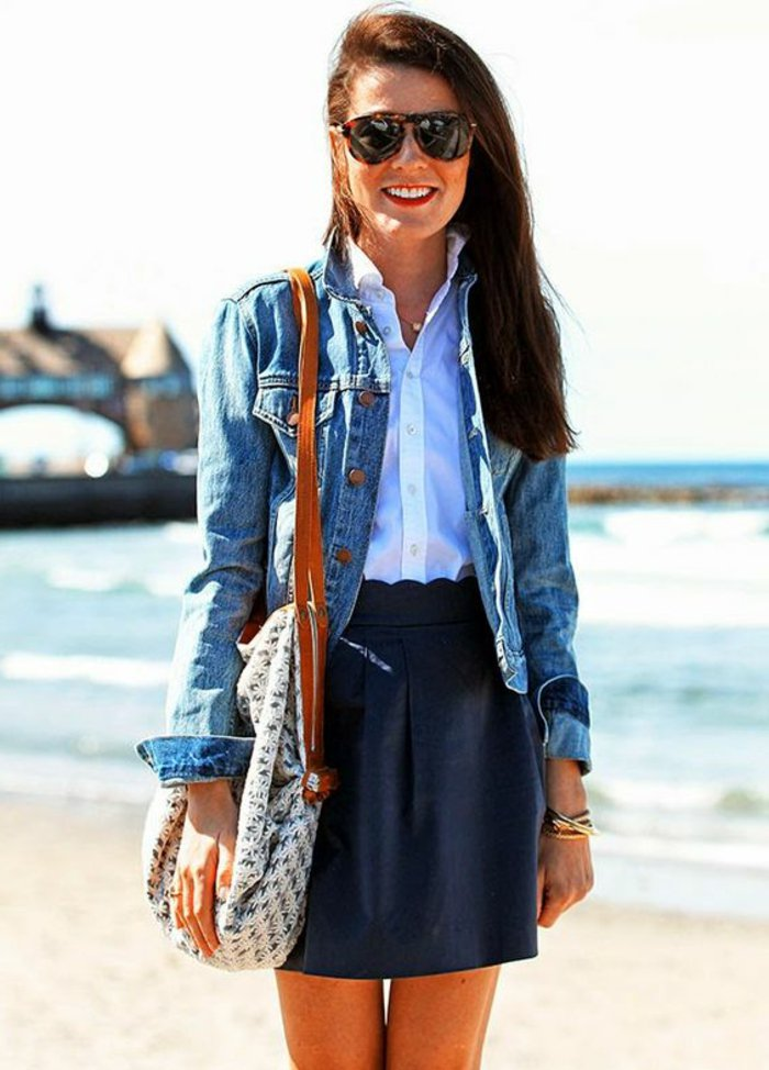 retro-Jeansjacke-kurzer-Lederrock-weißes-Hemd