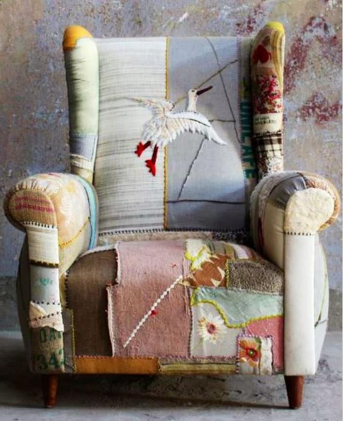retro-Sessel-mit-rustikalem-Muster