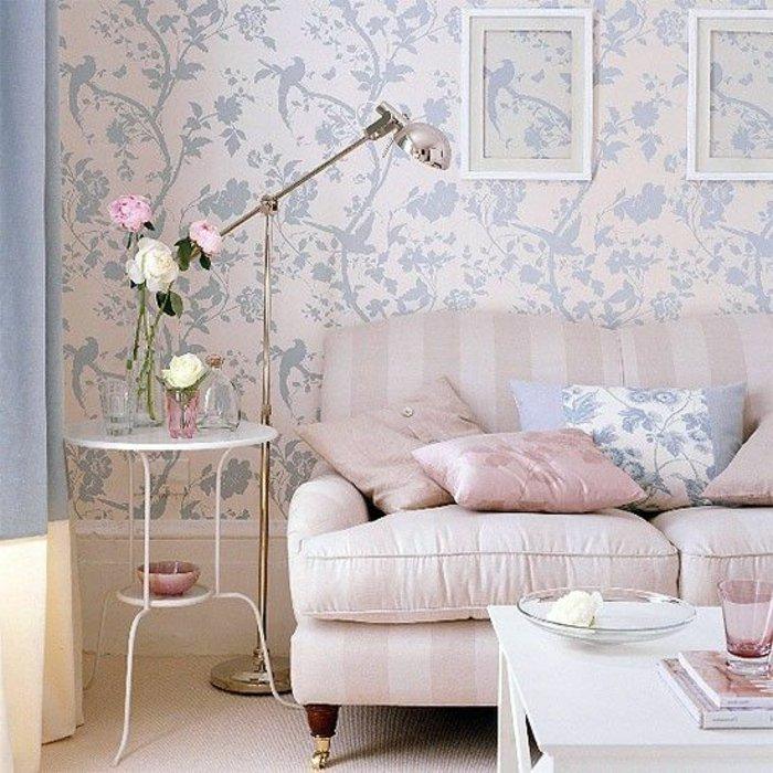 romantisch-eingerichtetes-Wohnzimmer-in-süßen-Farben
