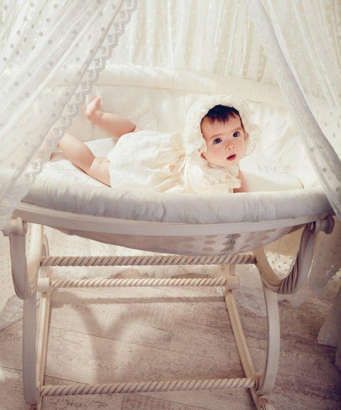 romantisches himmelbett wohndesign und inneneinrichtung. Black Bedroom Furniture Sets. Home Design Ideas