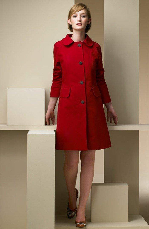 romantisches-Modell-roter-Burberry-Trenchcoat-für-Damen