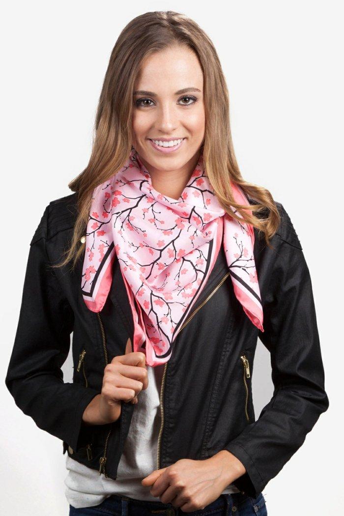 rosa-Schal-aus-Seide-mit-japanischem-Muster