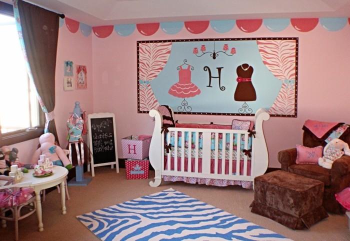 elegantes modell babyzimmer mit einem originellen babybett