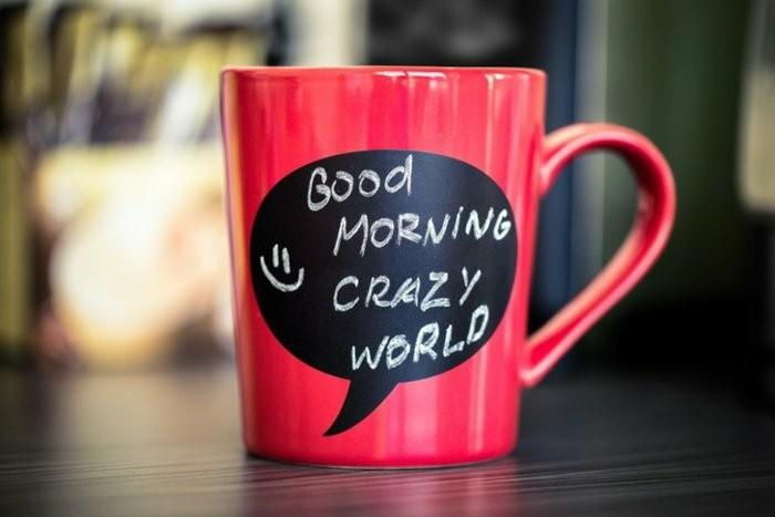 rote-Kaffeetasse-mit-lustigem-Spruch
