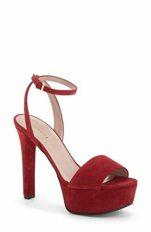 rote-Sandalen-mit-hohem-Absatz-Modell-von-Gucci