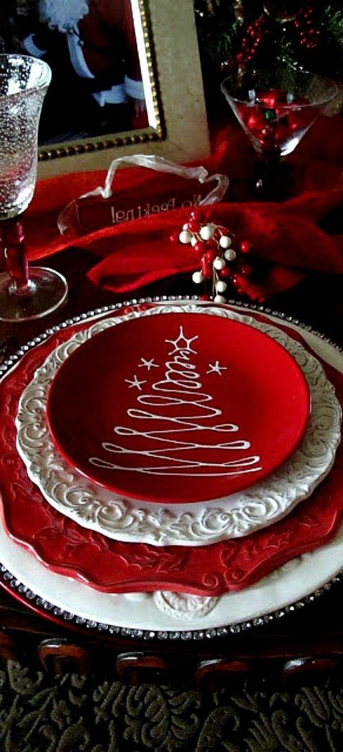 rote-Tischdekoration-Ideen-geeignet-für-Weihnachten