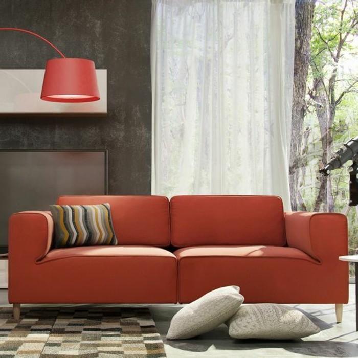 rote-Zweisitzer-Couch-aus-Leder