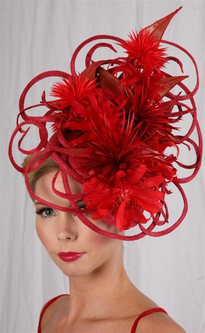 roter-Hut-mit-einzigartiger-Konstruktion