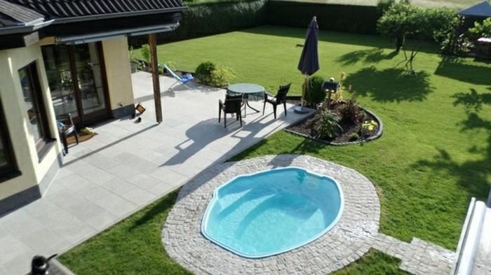 runder-pool-grünes-gras-vorgarten-anlegen