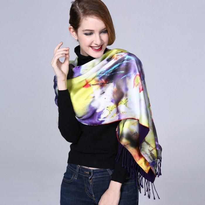 schöne-Designer-Schals-aus-Seide-geeignet-für-den-Frühling