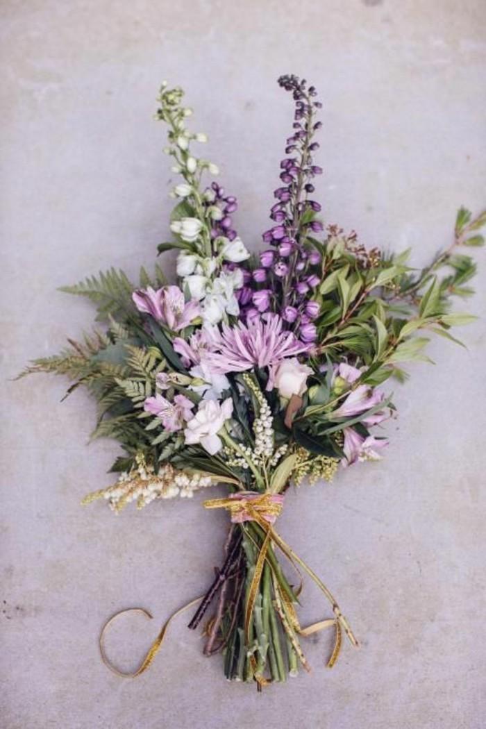 schöne-Komposition-aus-lila-Blumen
