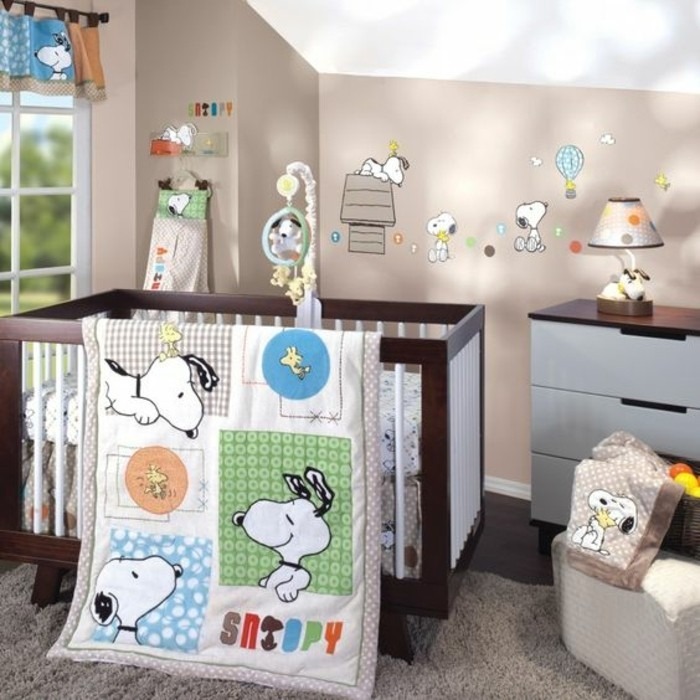 schöne-babybetten-für-mädchen-und-jungen-bunte-bettwäsche